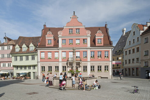 Germany, Bavaria, Allgaeu, Memmingen, Old town with market place - SHF00401