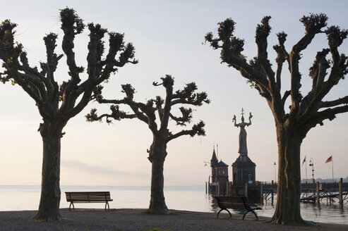 Germany, Baden Württemberg, Lake Constance, Deserted bench at harbour of Constanz - SH00414