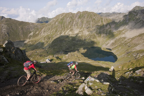 Rumania, Carpathian Mountains, Mountain bikers - FFF01099