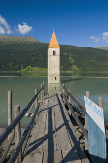 Italy, South Tyrol, Lake Reschensee with steeple - SMF00521