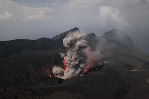 Japan, Suwanose jima volcano erupting - RMF00434