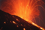 Japan, Kagoshima, Sakurajima volance erupting - RMF00422