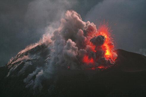 Guatemala, Santiaguito volcano erupting - RMF00377