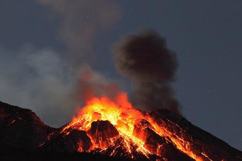 Italy, Sicily, Lava flow from stromboli volcano - RMF00368