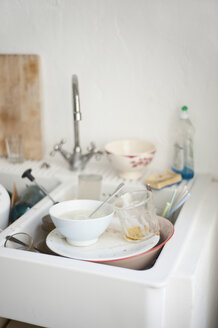 Dirty dishes in sink - COF00122