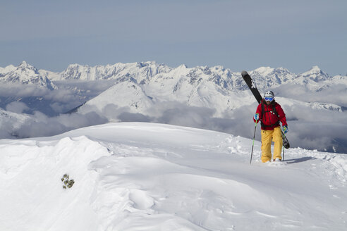 Austria, Tyrol, Gerlos, Man skiing on snow covered mountain - FFF01114