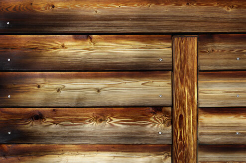 Germany, Munich, Close up of wooden garage door - MBF00962