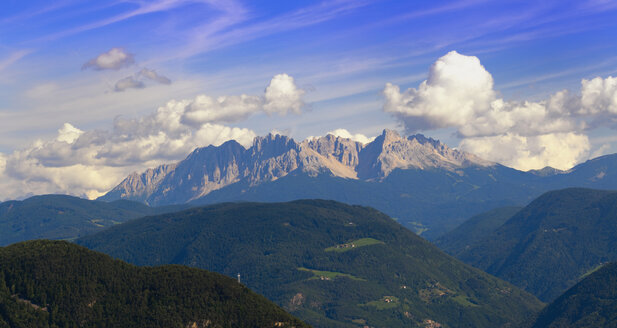 Italy, South Tyrol, Elevated view of dolomite alps - SMF00625
