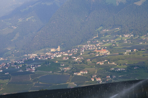 Italy, South Tyrol, Elevated view of city with mountains background - SMF00609