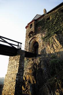 Germany, Rhineland-Palatinate, Eifel, View of thurant castle - 12928CS-U