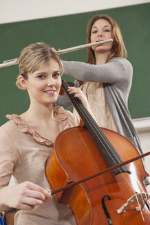 Germany, Emmering, Teenage girl and young woman playing musical instruments - RNF00338