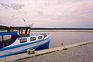 Germany, Meckelnburg-Western Pomerania, Waren, View of harbour at dusk - MSF02360