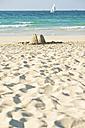 United Arab Emirates, Dubai, piles of sand on Jumeirah Beach - LFF000206