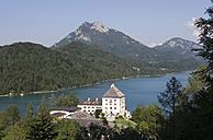 Austria, Salzkammergut, Schloss Fuschl, Schober, View of fuschlsee lake with mountain - WWF001497