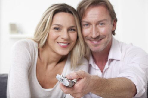 Couple smiling, portrait - LDF000894