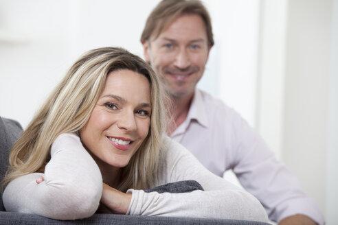 Couple smiling, portrait - LDF000906