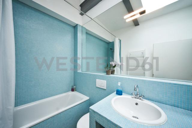 Germany, Bathroom with mosaic tile - MFF000438
