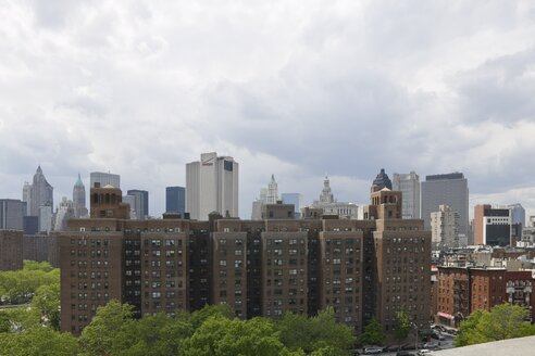 USA, New York, View of apartment buildings in city - HKF000336