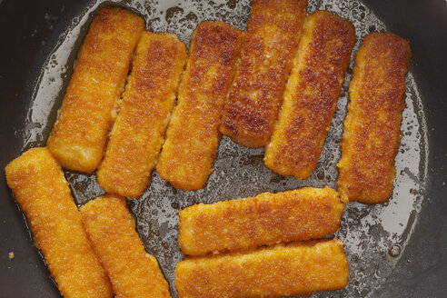 Fish fingers frying in a pan, close up - THF001133