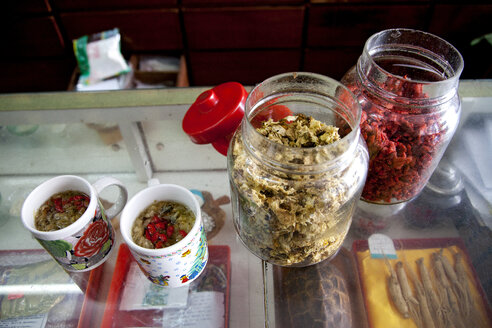 Malaysia, Tea made of chrysanthemum and goji berries - NDF000151