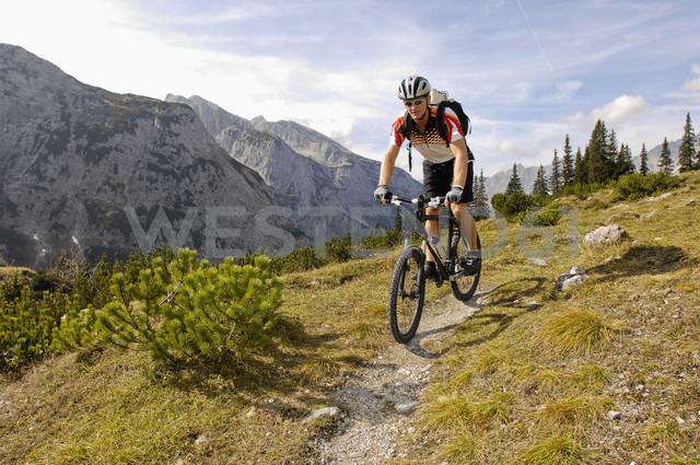 Germany, Bavaria, Garmisch, Mountain biker with mountains in background - RNF000566