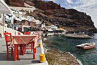 Greece, Thira, Oia, Cyclades, Santorini, View of ammoudi harbour - FOF002829