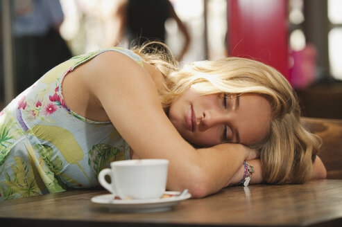 Germany, Munich, Teenage girl resting in cafe - RNF000531