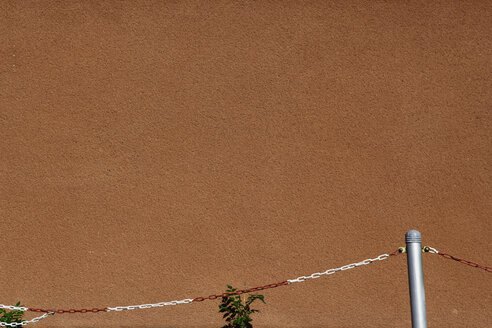 Germany, Offenbach, Wall with fence - TLF000558