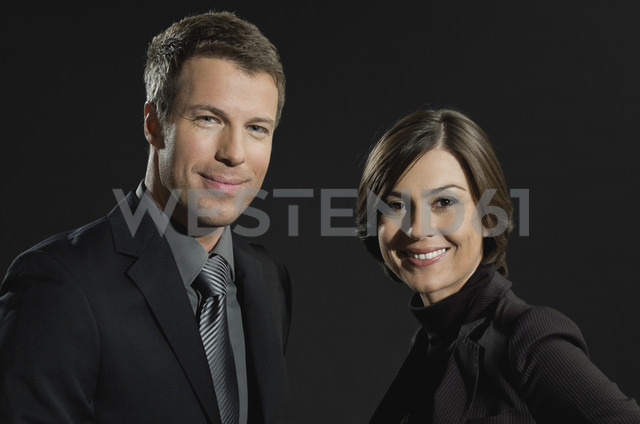 Mid adult man and woman smiling, portrait - WESTF015730