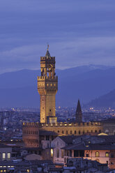 Italy, Tuscany, Florence, Palazzo Vecchio, View of town hall and city at dusk - RUEF000567
