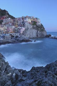 Italy, Cinque Terre, La Spezia Province, Manarola, Liguria, View of traditional fishing village at dusk - RUEF000581