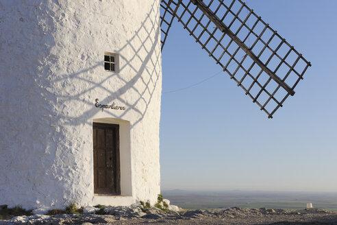 Spain, Toledo Province, Castile-La Mancha, View of windmill near Consuegra - RUEF000613