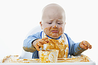 Baby boy (6- 11 Months) with baby food and crying - RBF000434
