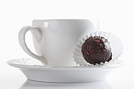 Coffee cup with chocolate on white background, close up - CSF014042