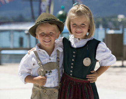 Austria, Salzkammergut, Upper Austria, Children in traditional costume - WWF001798