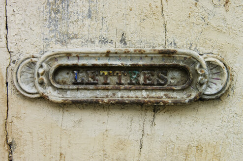 France, Aude, Lagrasse, Old letter box, close up - MUF000959