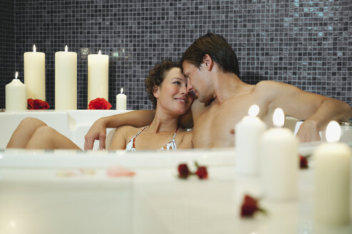 Italy, SouthTyrol, Couple having romantic bath in hotel urthaler - WESTF015819