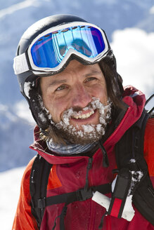 Austria, Tyrol, Kitzbuehel, Close-up of mature man in skiwear - FFF001140