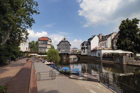 Europe, Germany, Rhine-Palatinate, View of historical houses with old nahe bridge - CSF014588