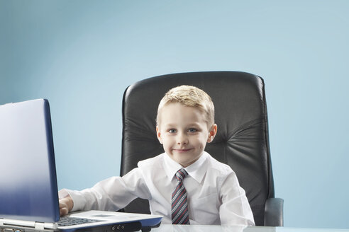 Boy using laptop, portrait - MAEF003086