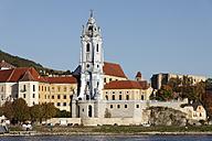Austria, Lower Austria, Waldviertel, Wachau, Duernstein, Collegiate church by Danube river - SIEF000107