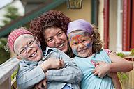 Germany, Ueberlingen, Mother and children smiling, portrait - SHF000538
