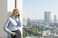 Germany, Frankfurt, Business woman on the cell phone - SKF000443