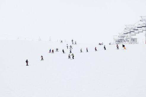 Austria, Lower Austria, Mostviertel, People skiing in hochkar ski-region - SIEF000389