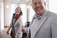 Germany, Wakendorf, Senior couple smiling - WESTF016238