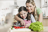 Germany, Cologne, Mother and daughter preparing salad - WESTF016298