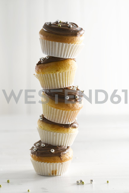 Stack of muffins, close-up - KSWF000688