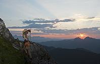 Austria, Salzburg Country, Altenmarkt-Zauchensee, Couple climbing mountains of Niedere Tauern - HHF003584