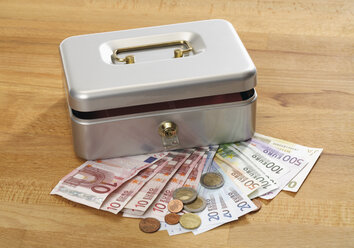 Cash box with euro notes and coins - WBF001017