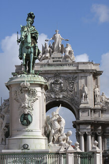 Portugal, Lisbon, Statue of king joseph I in praca do comercio with triumph arch in background - PSF000465